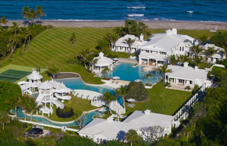 Dions home office Doragoram International Icon Céline Dion Has Finally Found The Perfect Buyer For Her Multimilliondollar Home Waterfront Properties Jupiter Island 72 Million Mansion Sold At Drastically Reduced Price
