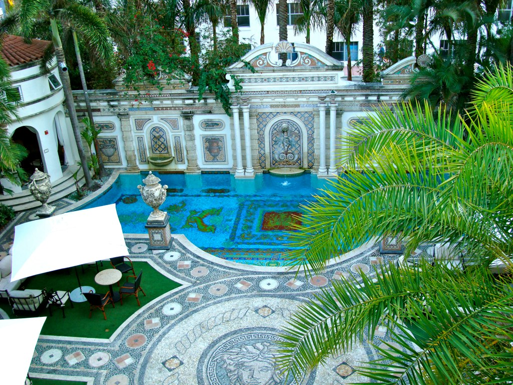 versace_mansion_1024_03